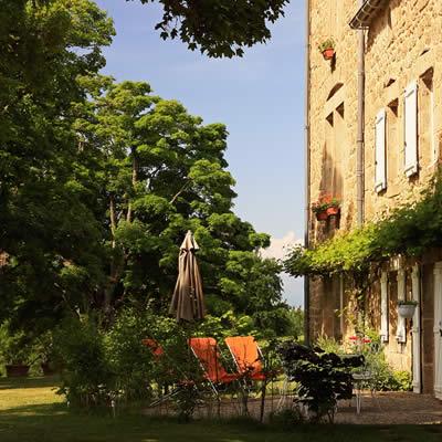hotel romantique ardeche-facade-jardin-domaine de rilhac-saint agreve.
