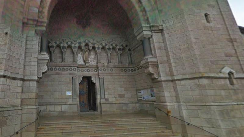 Eglise d'Ardéche - entrée Basilique de Lalouvesc