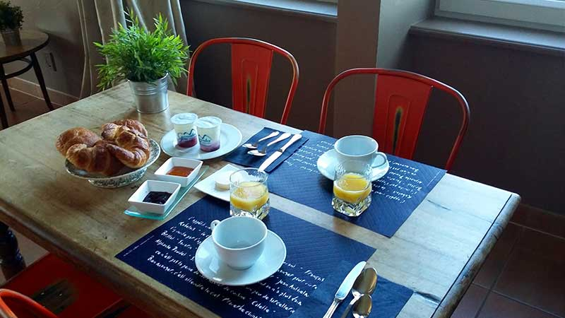 hebergement ardeche-hotel restaurant-petit dejeuner-salle de restaurant domaine de rilhac.